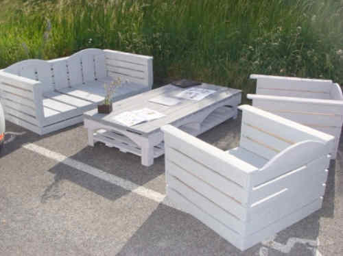 fabriquer une table de salon de jardin en palette. Black Bedroom Furniture Sets. Home Design Ideas